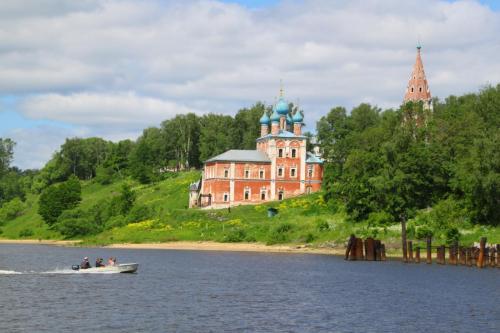 Wolgaufer in Tutajew, Goldener Ring
