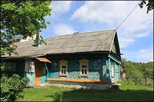 Buntes Dorfhaus in Russland
